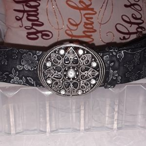 Floral embossed black silver belt heart buckle